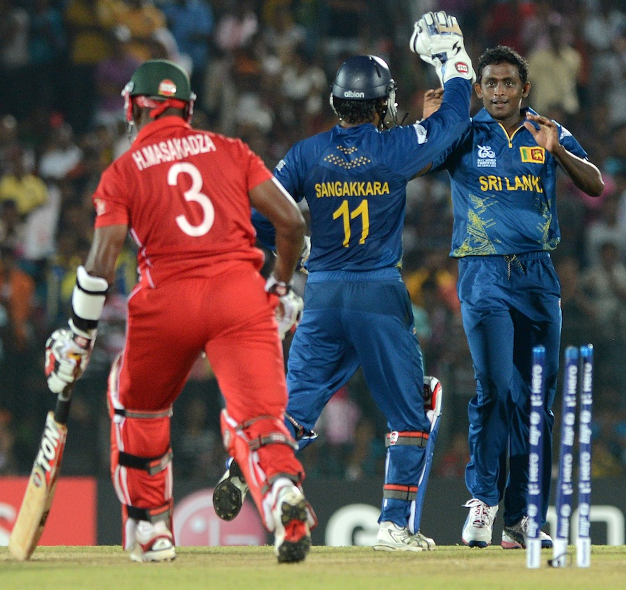 Ajantha Mendis (R) celebrates after he dismissed Zimbabwe cricketer Hamilton Masakadza (L)