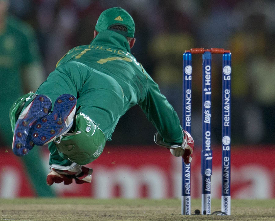 AB de Villiers dives to remove the bails to runout Sri Lanka's batsman Tillakaratne Dilshan