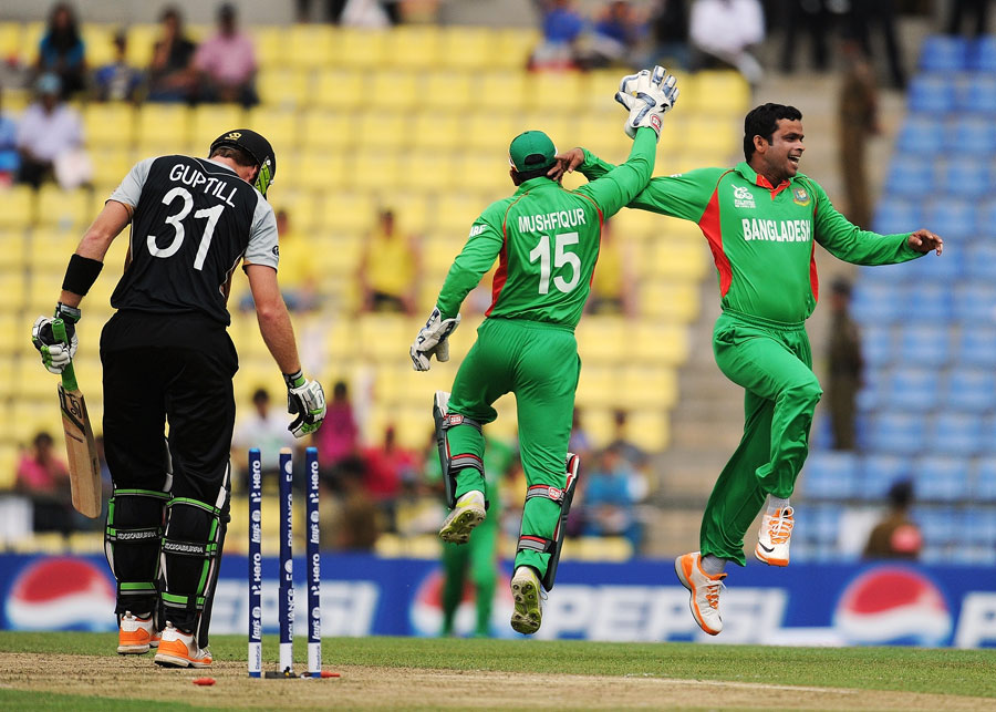 Abdur Razzak celebrates dismissing Martin Guptill, Bangladesh v New Zealand