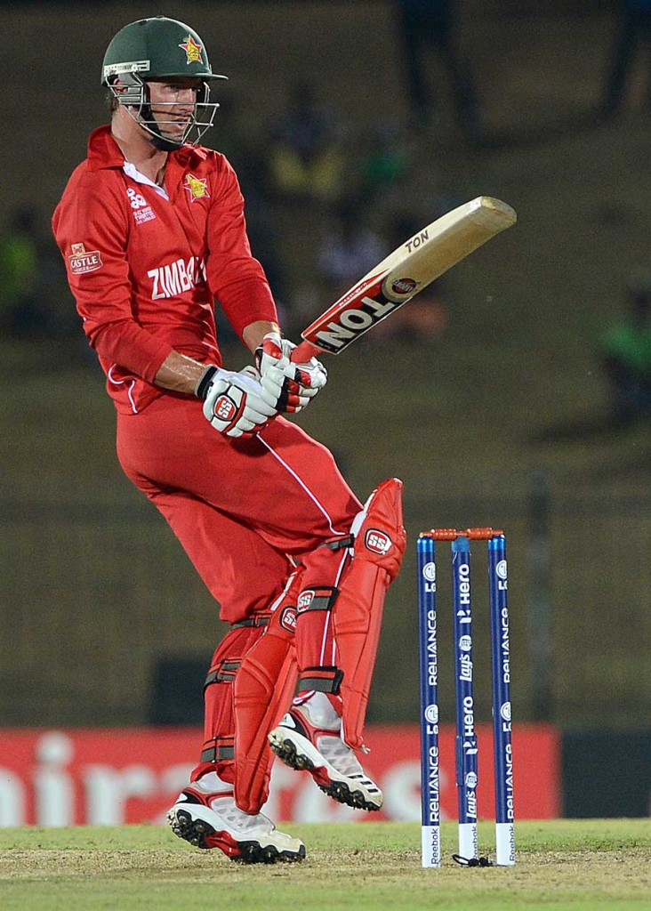 Craig Ervine swivels and pulls, South Africa v Zimbabwe