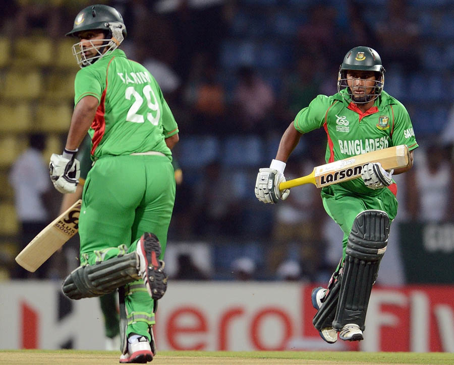Bangladesh cricketer Tamim Iqbal (L) and Mohammad Ashraful run between the wickets during the ICC Twenty20 Cricket World Cup match