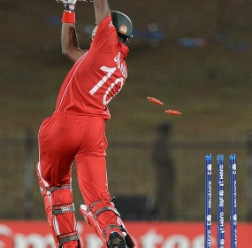 Vusi Sibanda is bowled by Morne Morkel, South Africa v Zimbabwe