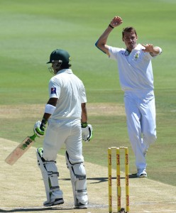 Dale Steyn removed Mohammad Hafeez in the second over of the morning, South Africa v Pakistan, 1st Test, Johannesburg, 2nd day