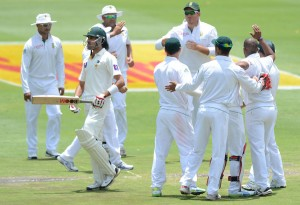 Umar Gul walks off after becoming the seventh wicket to fall, South Africa v Pakistan, 1st Test, Johannesburg, 2nd day