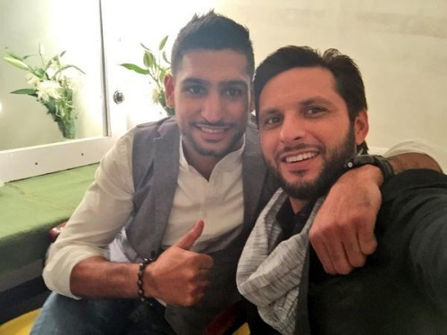 Amir Khan Meets Shahid Afridi At His Home