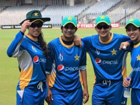 Pakistan Women team practicing in India
