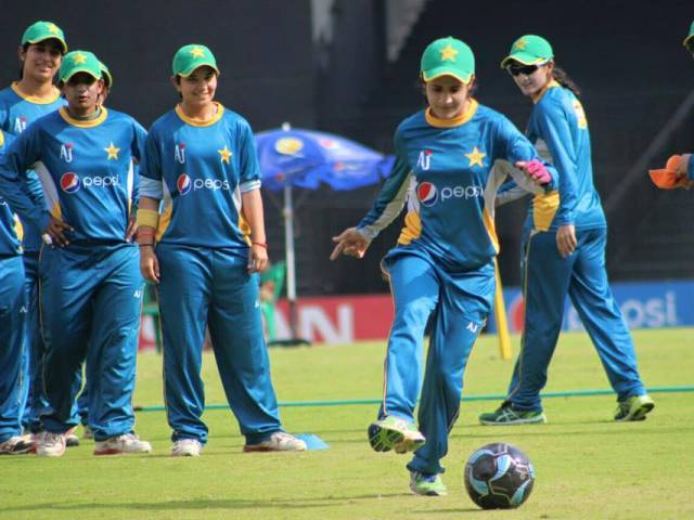 Pakistan Women team practicing in India