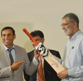 Younis Khan Gifted Her Historical Bat