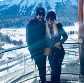 waim akram and his wife at swetzerland